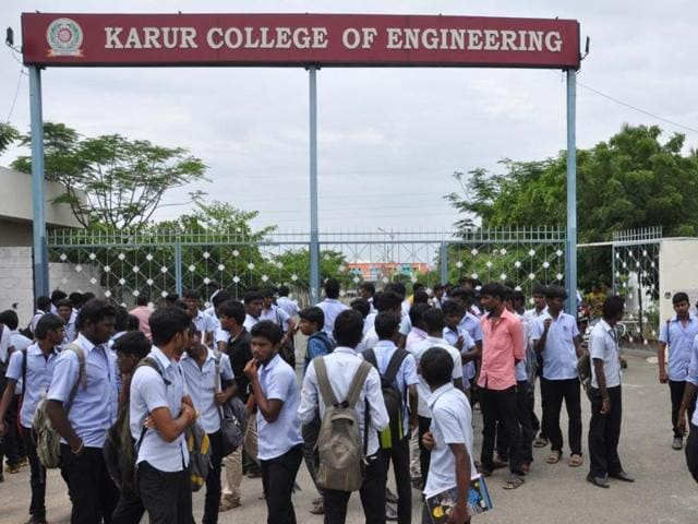 Karur Engineering College,Engineering student clubbed to death by senior,Karur student clubbed to death