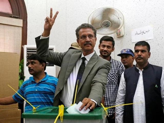 Waseem Akhtar gestures while speaking to members of the media after the ballot for mayor outside the Municipal Corporation Building in Karachi, Pakistan, on August 24.