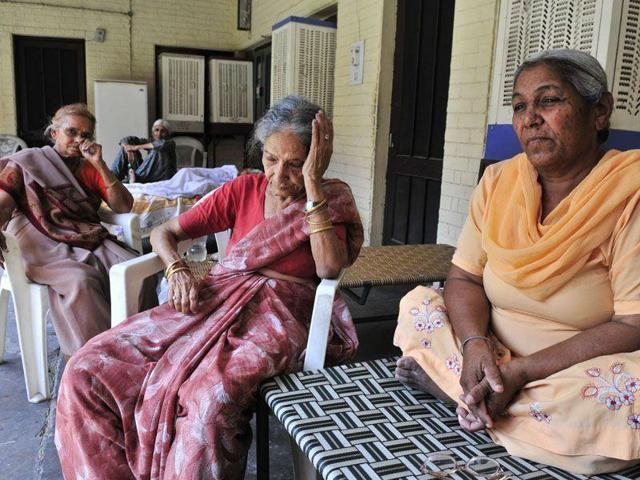 The Maintenance and Welfare of Parents and Senior Citizens Act is a comprehensive law that makes children responsible to take care of their old parents. Neither the government nor the children follow this act in its true spirit. (HT Photo)