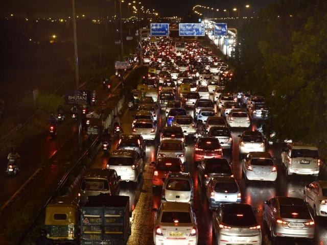 Heavy rains on Monday evening resulted in massive traffic jams and water logging in many areas of Delhi . and adjoining Gurgaon.