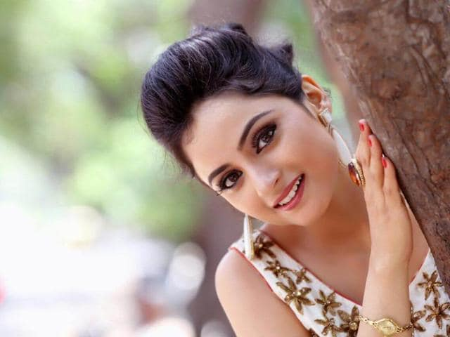 "Television actor Madirakshi Mundle from Siya Ke Ram says that the medical facilities that are provided on the sets ""need an improvement."""