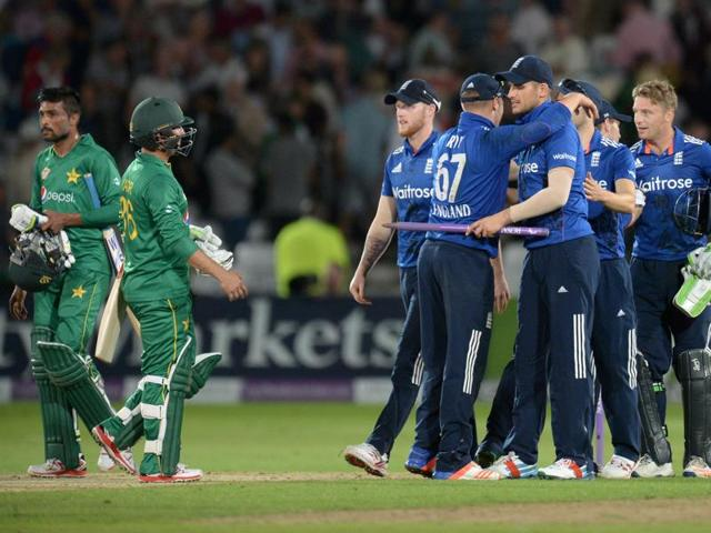 After setting a world record ODItotal of 444/3, England beat Pakistan by 169 runs to seal a 3-0 series win.