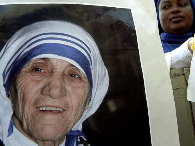 Nuns near the portrait of Mother Teresa during the beatification ceremony led by Pope John Paul II October 19, 2003 in Vatican City, Italy.(Getty Images/ File photo)