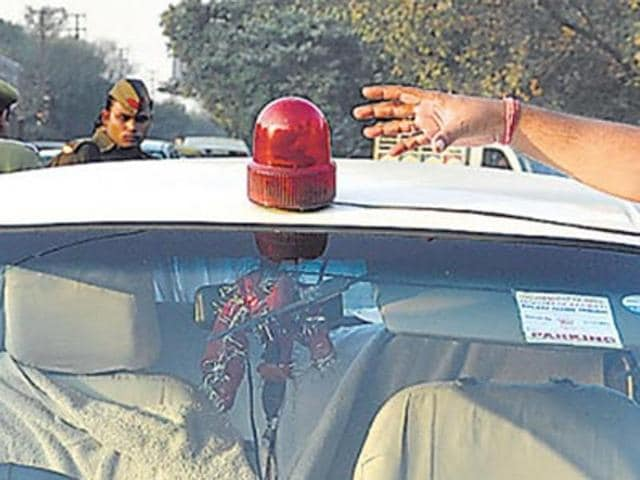 Supreme Court has advised the government to restrict the number of VIPs using red beacons.