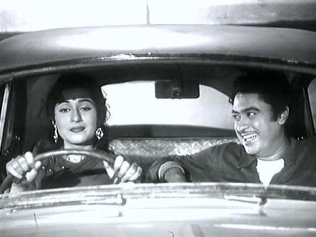 Kishore Kumar and Madhubala in a still from Chalti Kaa Naam Gaadi.