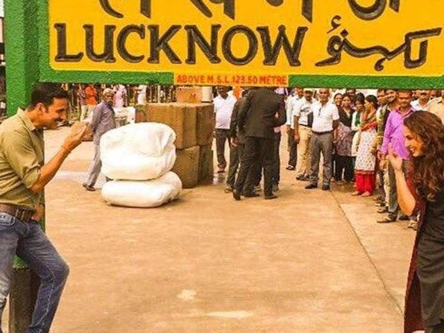 Akshay Kumar and Huma Qureshi at Luknow Railway Station during the shooting of Jolly LLB 2.