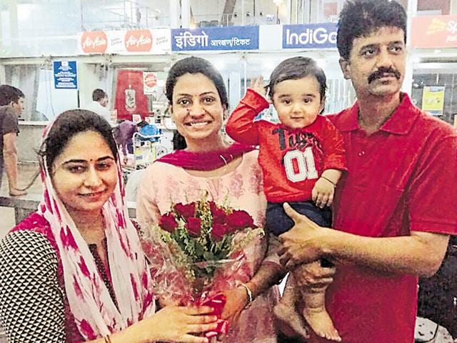 Ashvid with mother Vidisha (left) and relatives in Jaipur.