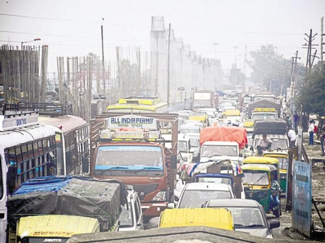 Heavy traffic was witnessed at the Mohan Nagar intersection till 5pm on Wednesday.