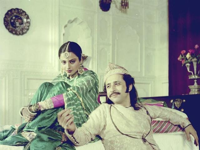 Rekha and Naseeruddin Shah on the sets of Umrao Jaan (1981), the crowning glory of her career. Rekha won the National Award for best actress for the film.