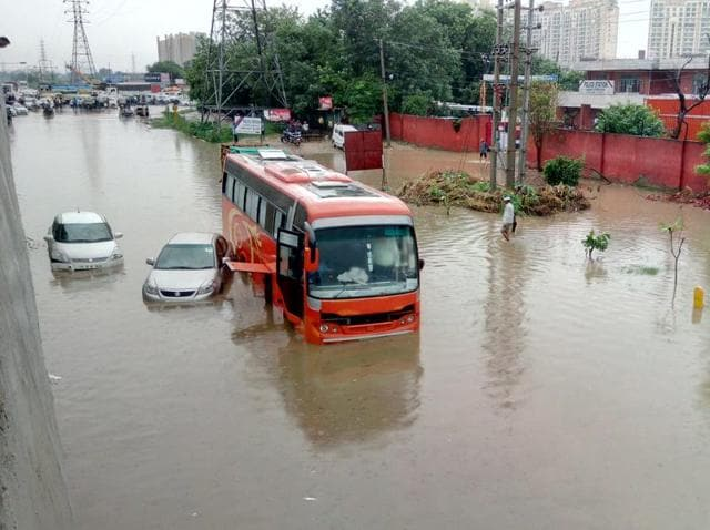 The waterlogged service-lane kept the police station premises inaccessible for the people the entire morning on Thursday. The condition improved only post noon after the police and civic agencies cleared the road.
