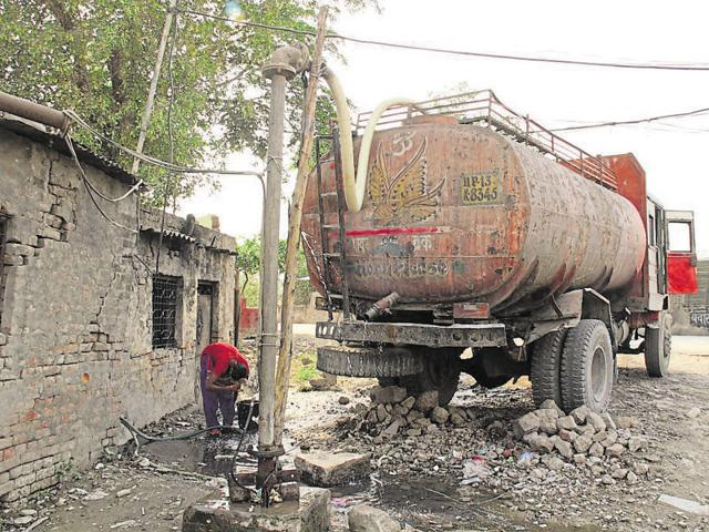 Extraction of groundwater is banned in Ghaziabad but many industrialists and realtors install borewells for use in their projects.
