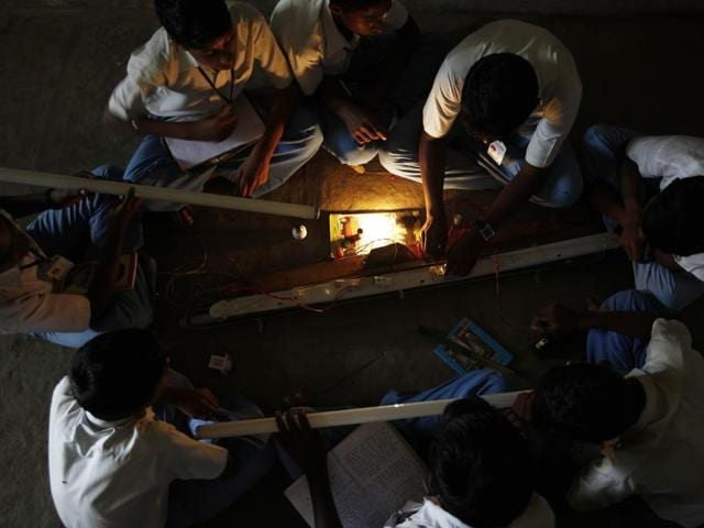 Students learn to fix a tubelight at Hutatma Umaji Naik High School in Bhiwadi village, near Pune, as part of the Lend-A-Hand-India foundation's vocational training programme in Mumbai, India, on Friday, Aug. 31, 2012. (Photo by Vijayananda Gupta / Hindustan Times)