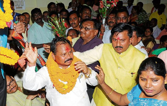 Giluwa is welcomed by party workers upon his arrival at the state BJP headquarters in Ranchi on  August 26.