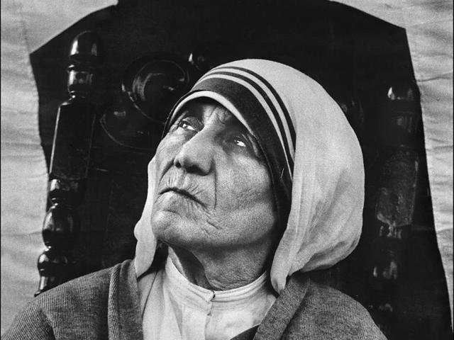 Congress leader Balram Jakhar (L) with Mother Teresa.