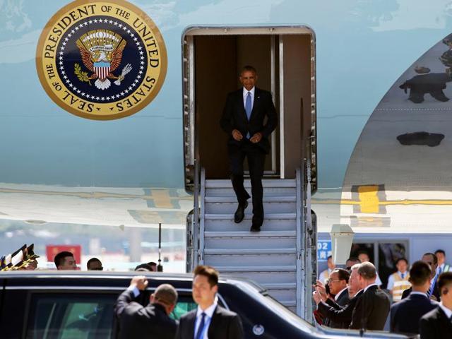 US  President Barack Obama arrives at Hangzhou Xiaoshan international airport before the G20 Summit in Hangzhou, Zhejiang province, China September 3, 2016.