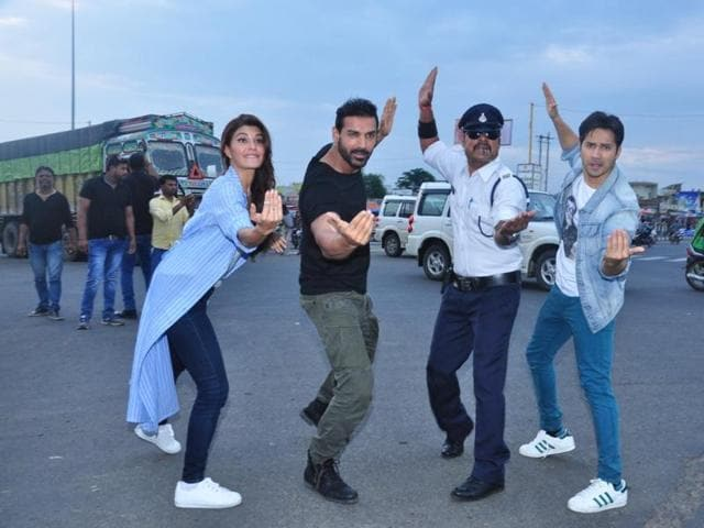 Traffic constable Ranjeet Singh with actors Siddharth Malhotra and Katrina Kaif at Zanjeerwala Square in Indore on Friday.
