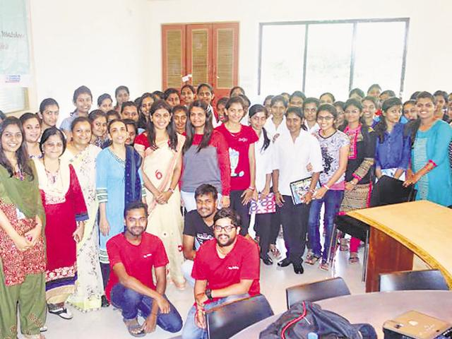 Students of Pune Institute of Computer Technology at a workshop conducted by IIT-B students.(HT Photo)