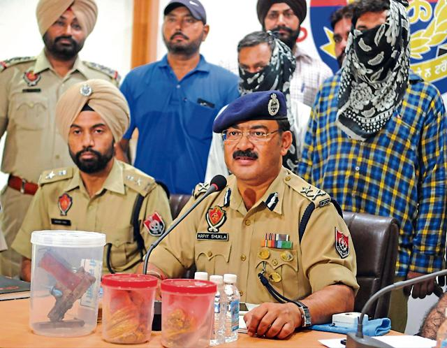 The police briefing the mediapersons about the arrest of the accused in the gold robbery case in Jalandhar on Saturday.