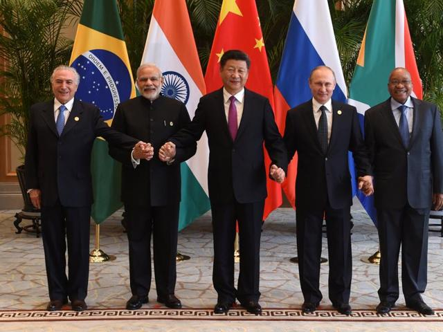 Chinese President Xi Jinping (C) takes a group photo with Indian Prime Minister Narendra Modi (2nd L), Brazil's President Michel Temer (L) ,Russian President Vladimir Putin (2nd R) and South Africa's President Jacob Zuma (R) ahead of G20 Summit in Hangzhou, Zhejiang province, China.(REUTERS)