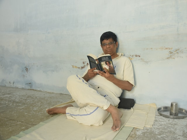 HT's Srinivasa Rao Apparasu paid Rs 500 to experience the jail life and spent a day in Telangana's Old District Central Jail at Sangareddy town .