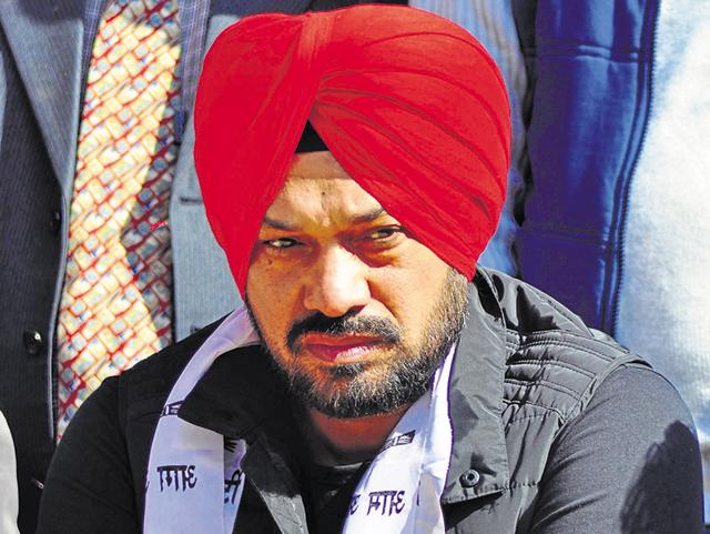 Unlike Chhotepur's past in Sikh politics, Ghuggi sports an all-colour non-political turban and is a neutral face. Ghuggi, who joined the AAP in February, banks on his gift of the gab.