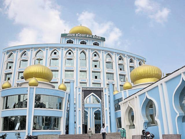 The Haj House can accommodate 1,886 persons and has six floors with 47 dormitory halls and 36 VIP rooms.