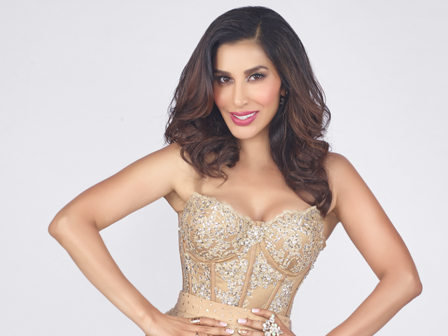 Singer Sophie Choudry is getting a good feedback for her latest track.