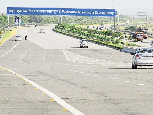 Yamuna Expressway authority has notified 2.5 lakh hectare of agricultural land along the Yamuna Expressway.