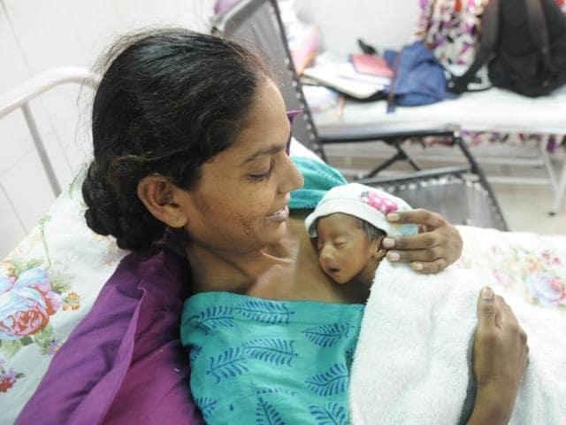 Mothers with their premature infants at the Kangaroo Care Unit at the Veerangana Avanti Bai Women's Hospital in Lucknow.(Deepak Gupta/ Hindustan Times)