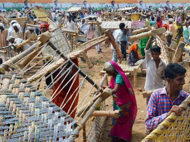 Khat-loot,wooden cots,Rahul Gandhi