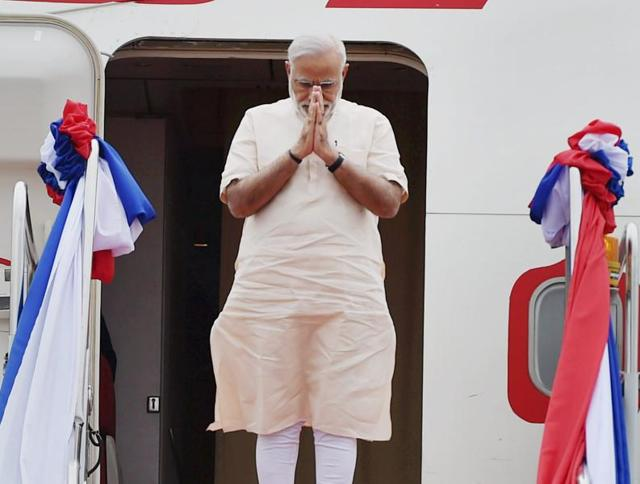 Prime Minister Narendra Modi is received upon his arrival at Vientiane International airport in Laos on Wednesday.