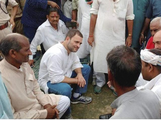 Deoria: Congress Vice President Rahul Gandhi meeting with farmers at Khat pe Charcha programme during his Kisan Yatra in Deoria on Tuesday. PTI Photo (PTI9_6_2016_000219B)