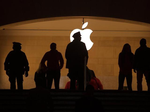 The Apple logo in Grand Central Terminal in Manhattan .