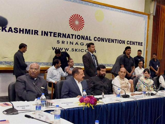 Union home minister Rajnath Singh chairing the meeting of All Party delegation with the Jammu and Kashmir Government, in Srinagar on Sunday, Sep 4, 2016.