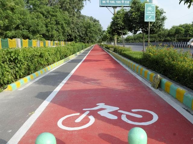 The Noida Authority has failed to install traffic signals on cycle tracks, in Noida, India.