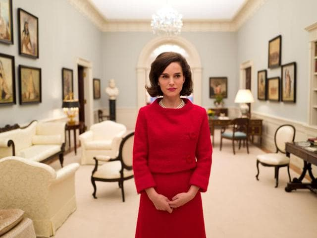Natalie Portman essays the troubled first lady of USAliving through grief after President Kennedy was shot dead in Dallas.