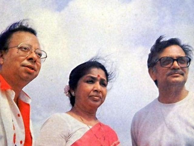 RD Burman, Asha Bhosle and Gulzar on the cover of Dil Padosi Hai album.
