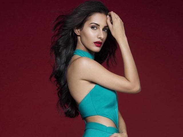 Actor Amyra Dastur does not believe in crash dieting or starving herself to stay fit.