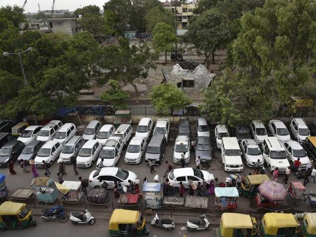 Cars,Safety Features,Nitin Gadkari