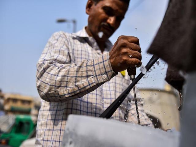 Ice delivery man,Humans of New Delhi,ram babu ice man