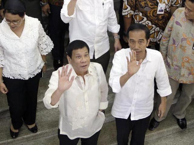 Philippine President Rodrigo Duterte (left) walks beside Indonesian President Joko Widodo during a visit at Tanah Abang textile market in Jakarta on Friday.
