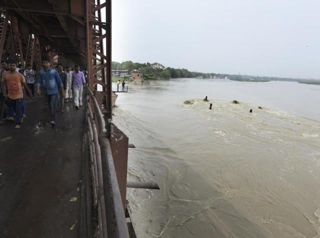 Three minor boys, between 11 years and 14 years, drowned in the Yamuna near south Delhi's Okhla on Saturday afternoon.