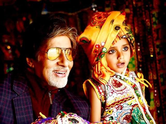 Amitabh Bachchan shoots promotional advertisement for Gujarat tourism in Ahmedabad. He toured many regions of the state on his second phase to promote Khushbu Gujarat Ki.