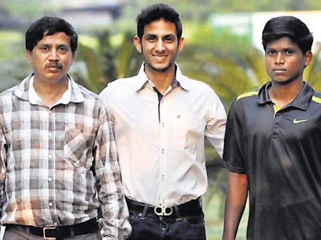 (From left) Coach Satyanarayana, The Shri Ram school student Arhan Bagati, and Paralympics gold winner Mariyappan.
