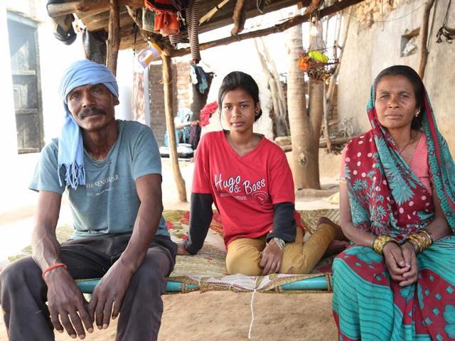 Asha Gond with her parents in Janwaar, Madhya Pradesh.(HT)
