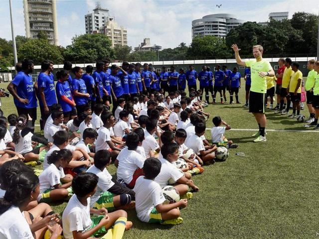 Premier League Coach, Jeremy Weeks during the closing ceremony of Premier Skills training.