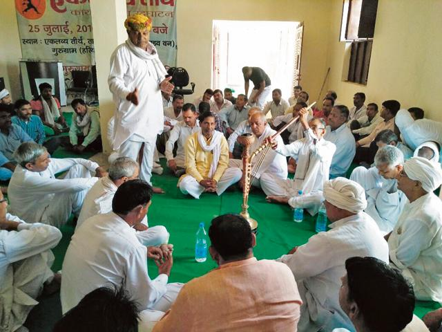 Villagers held panchayat at Khandsa village in protest of proposed land acquisition for expansion of Badshahpur drain