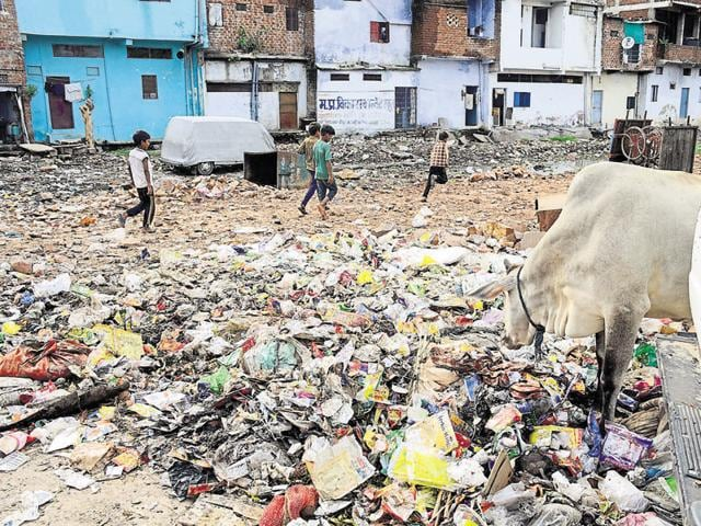 The report said the mission is being poorly implemented in the city, and that targets for construction of toilets and solid waste management are grossly unmet.