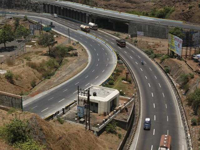 Government may soon come up with an ambitious Rs 3-lakh-crore economic corridor project to develop 35,000km of highways.