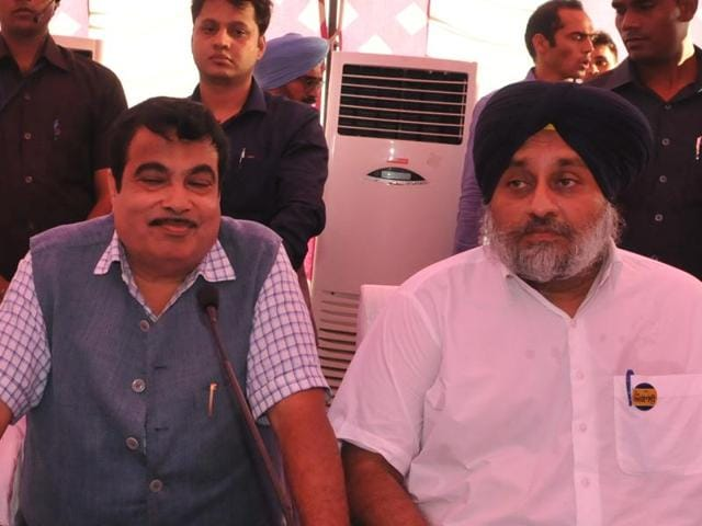 Union minister Nitin Gadkari, deputy CM Sukhbir Singh Badal and others at Partapura village on the outskirts of Jalandhar on Wednesday.